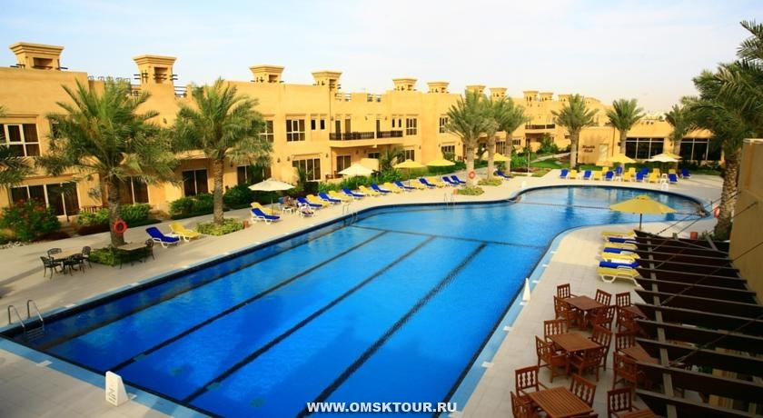 Бассейн в отеле Al Hamra Beach & Golf Resort